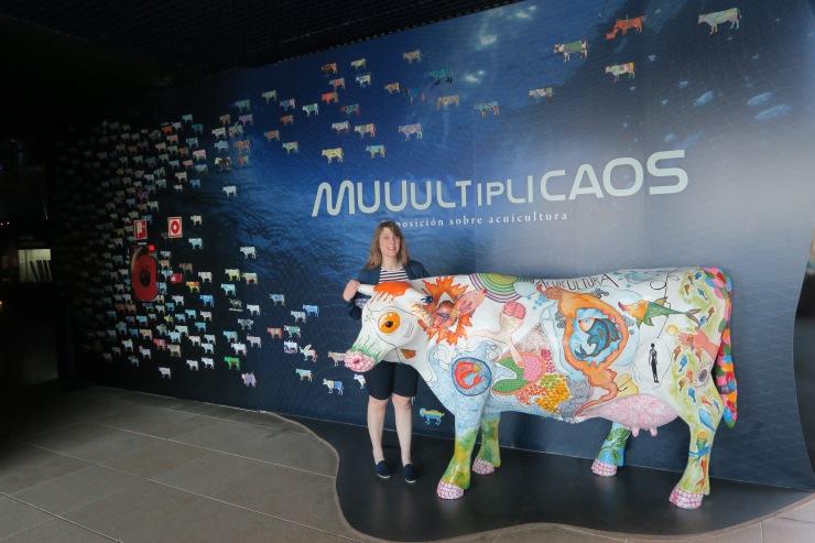 La Coruna - April 2017 - Joanne at aquarium standing next to a cow