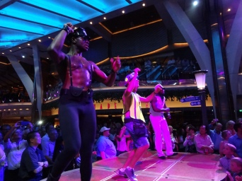 Oasis of the Seas parade dance