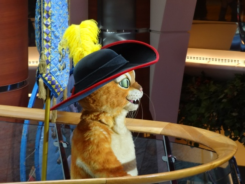 Oasis of the Seas parade Puss in Boots