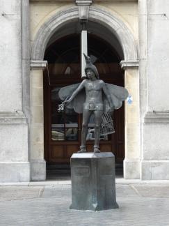 Anthem of the Seas Bruges statue