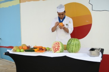 Independence of the Seas 9 September 2016 fruit carving session