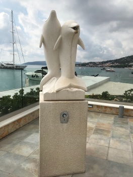 P&O Oceana - Oct 2017 Split - Yacht Club statue