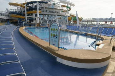 Symphony of the Seas - on board April 2018 - pool