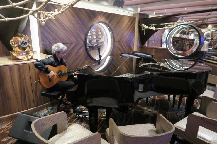 Symphony of the Seas - Shooner Bar - Piano