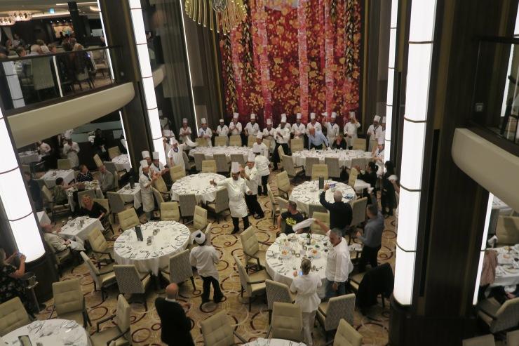Symphony of the Seas - Main dining room - Chefs parade