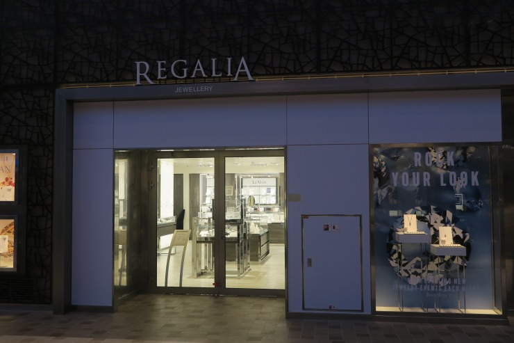 Symphony of the Seas - Royal Promenade - Regalia shop